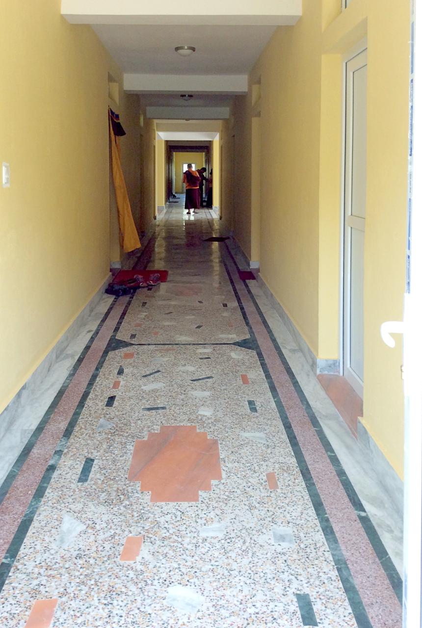 first floor, corridor ... (click to enlarge ..)