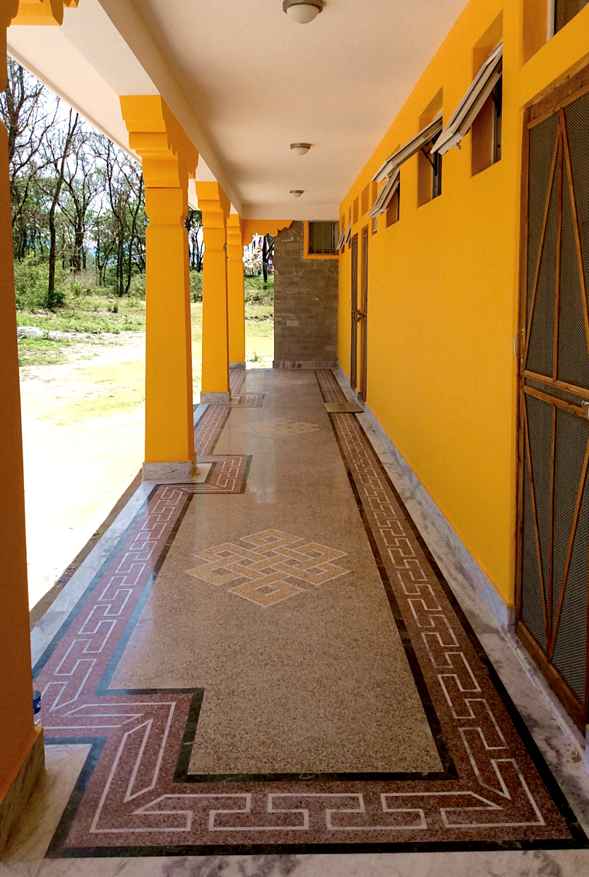 left side of the corridor ... (click to enlarge ..)