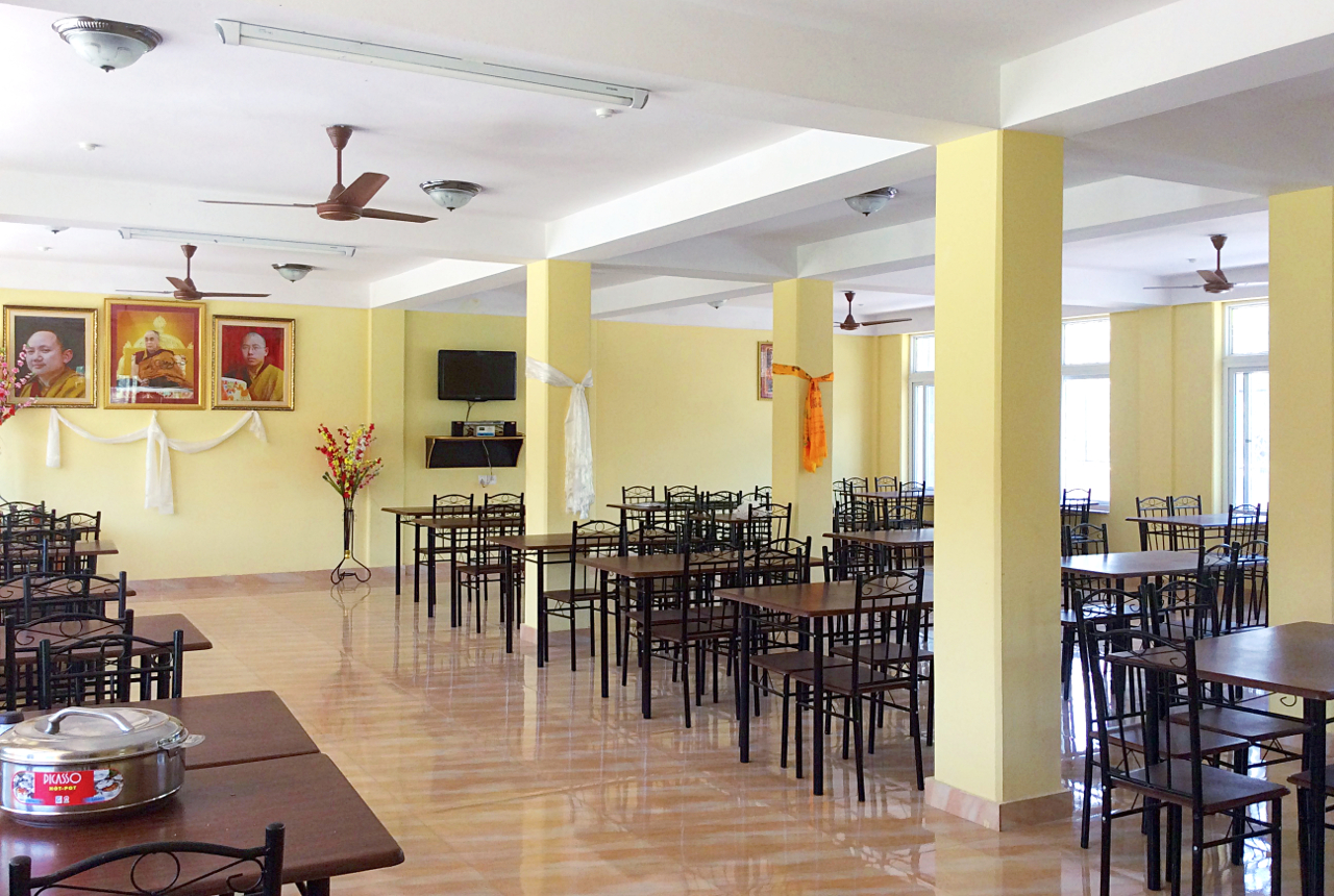 dining hall ... (click to enlarge ..)