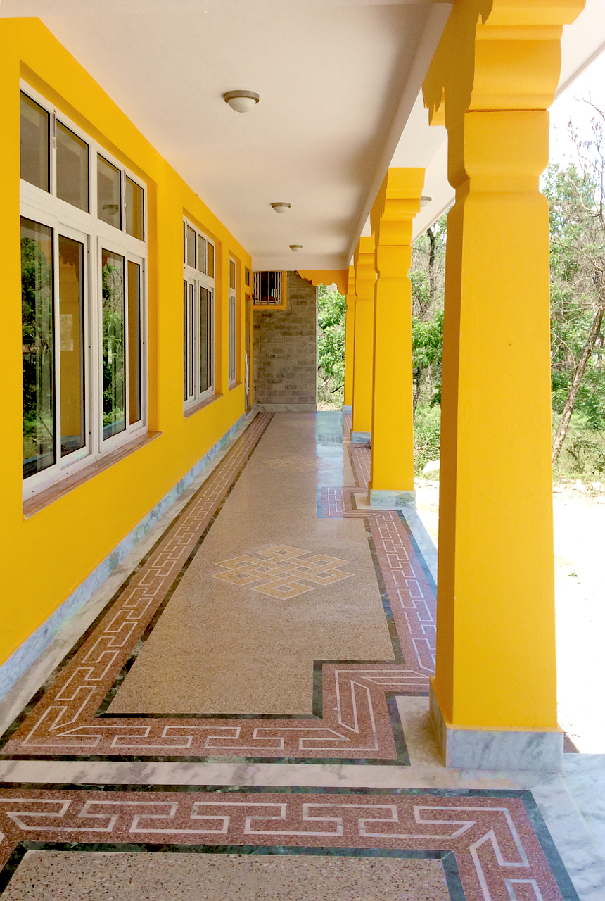 front corridor ... (click to enlarge ..)
